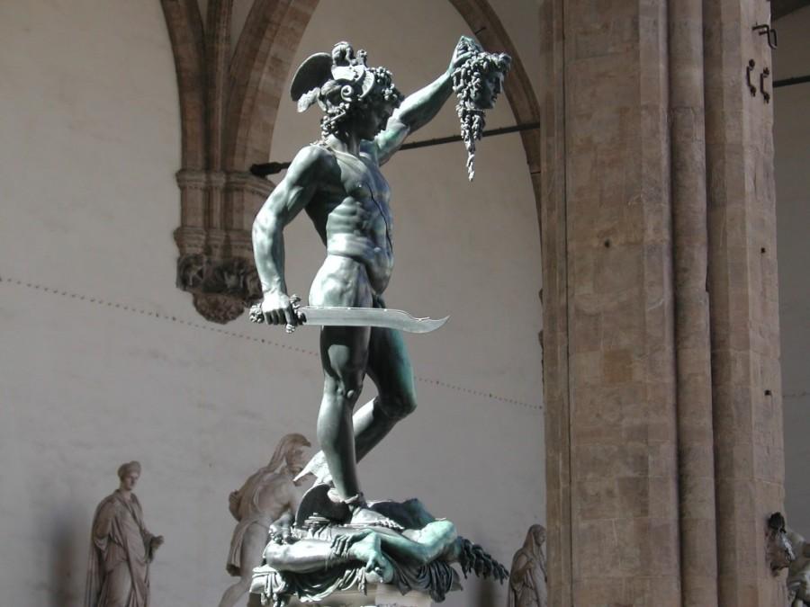 Il-Perseo-di-Benvenuto-Cellini-nella-Loggia-de-Lanzi-a-Firenze-1024x768